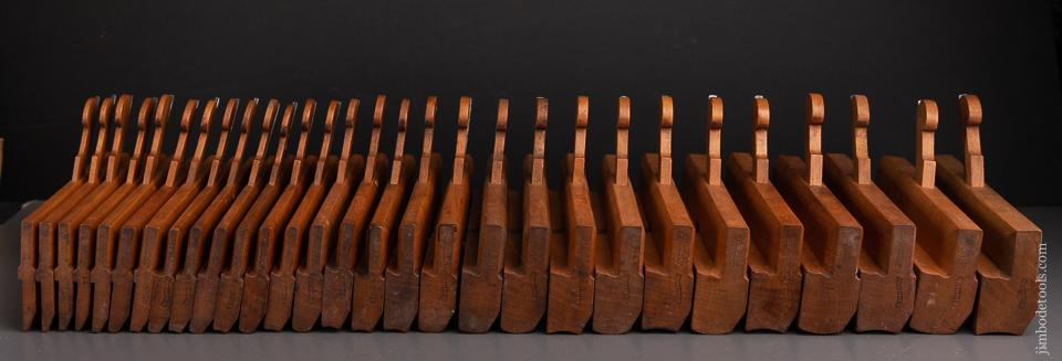Magnificent Set of 29 Hollow and Round Moulding Planes by ARTHINGTON 1808-56 - 93043