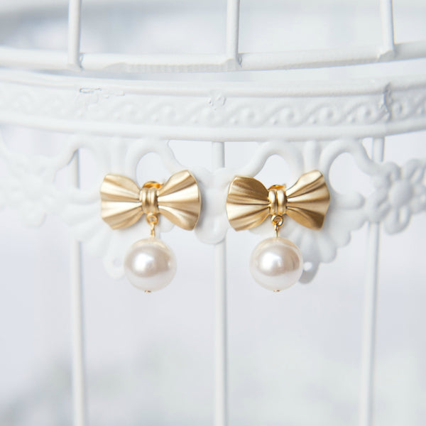 Preppy Kate Spade style bow earrings with pearls, modern bridal jewelry by J'Adorn Designs