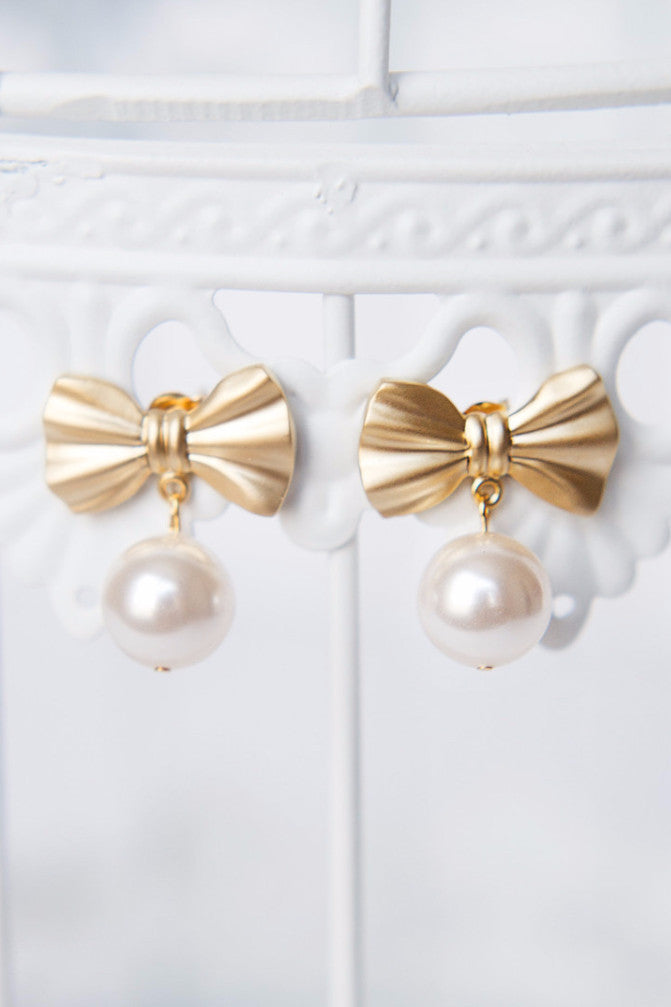 Preppy wedding jewelry, bow and pearl gold earrings by J'Adorn Designs