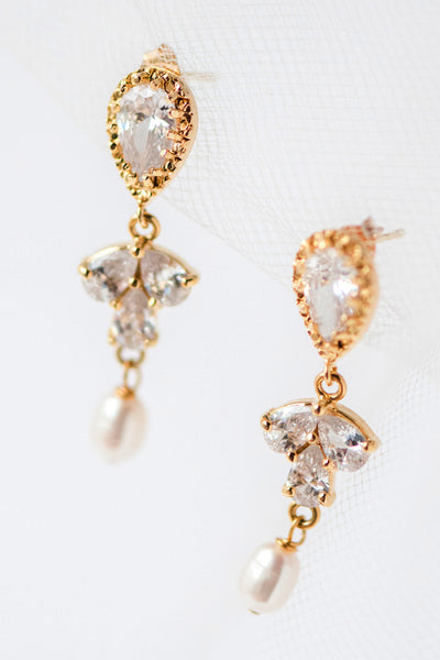 Sprout & Pearl Earrings in Gold