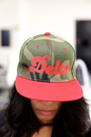 Delta Girl snapback, camouflage/red