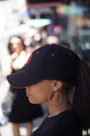 Monogrammed Sport ΔΣΘ cap, black/red