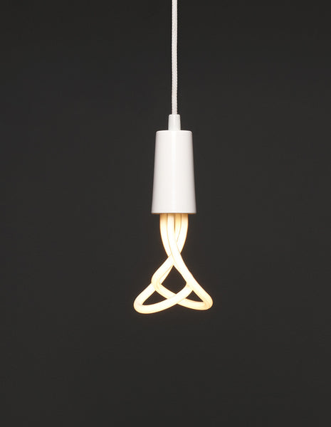 Drop Cap White | PLUMEN