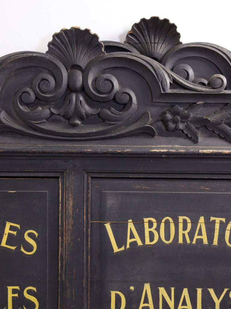French Laboratory Signs