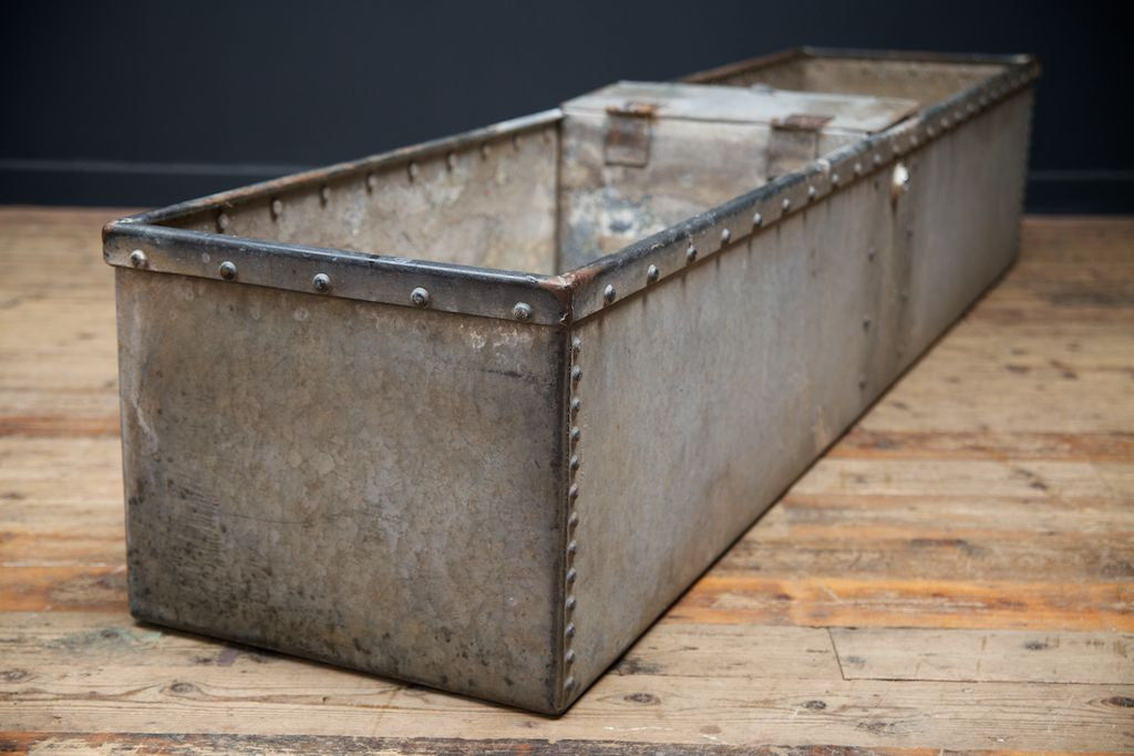 14 Genius Ways To Repurpose Galvanized Buckets And Tubs: 1000+ Ideas About Cattle Water Trough On Pinterest