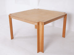 Castelijn Dining Table and Chairs