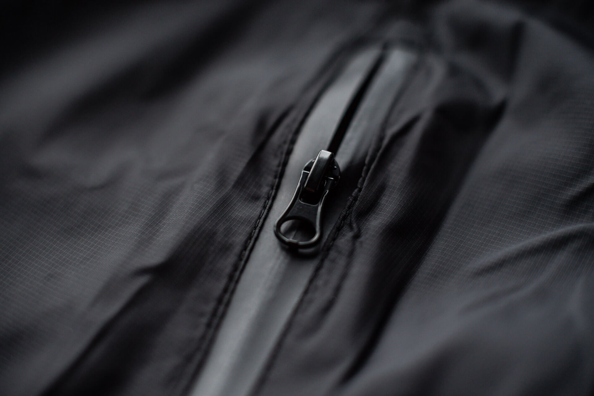 UKF Windbeaker - Designed with a weather resistant zipper