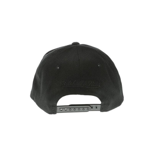 MITCHELL & NESS HEADWEAR MITCHELL & NESS NEW YORK KNICKS PINCH 110 FLEX SNAPBACK - BLACK/BLACK