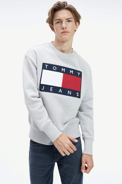 TOMMY JEANS HOODIES TOMMY JEANS FLAG CREW - LIGHT GREY HEATHER