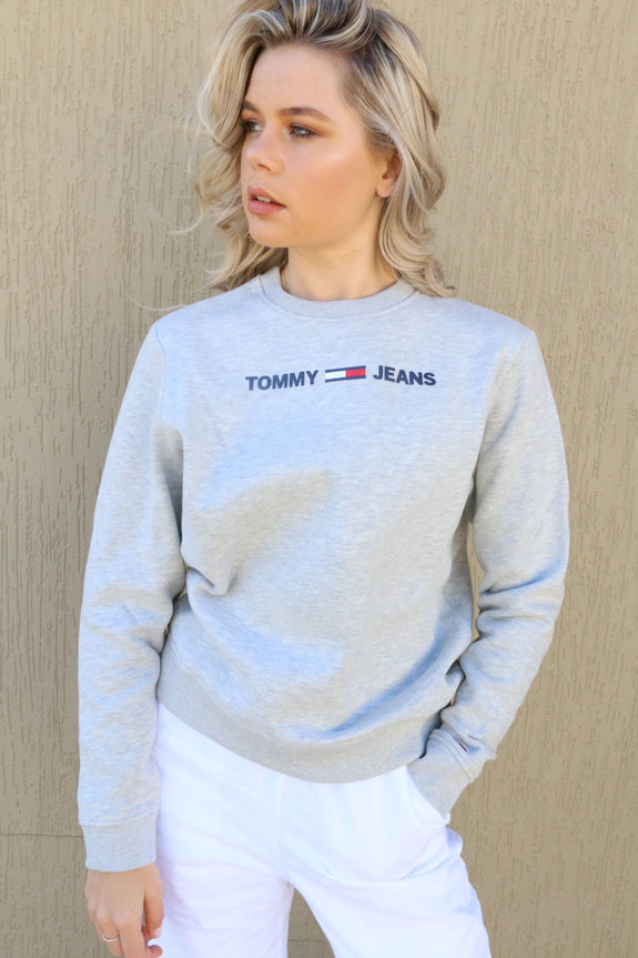 TOMMY JEANS JUMPER TOMMY JEANS LADIES ESSENTIAL LOGO SWEATER - GREY