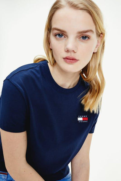 TOMMY JEANS TOPS TOMMY JEANS BADGE TEE - NAVY