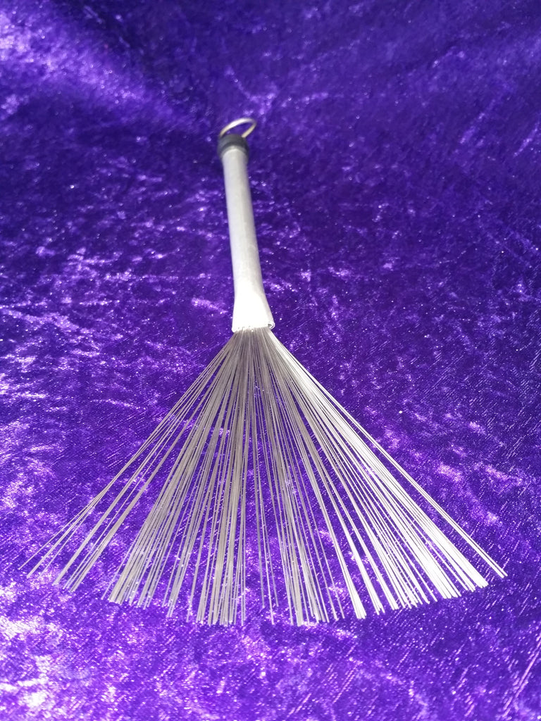 Metal fan brush