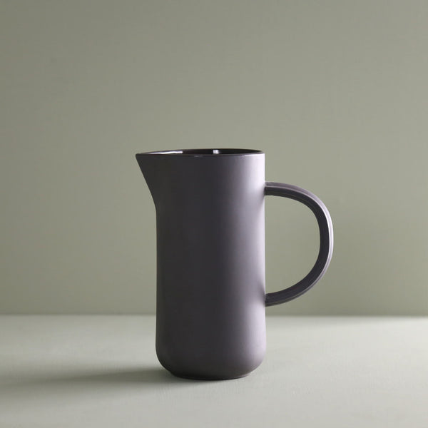 Bomshbee Porcelain Pitcher / Charcoal