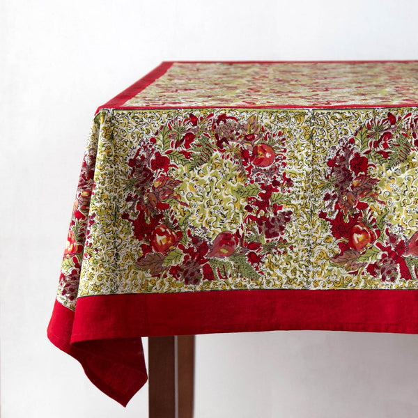 Wreath Tablecloths / Green & Red