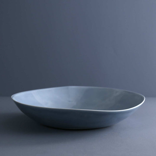Davistudio Low Serving Bowl / Iceberg