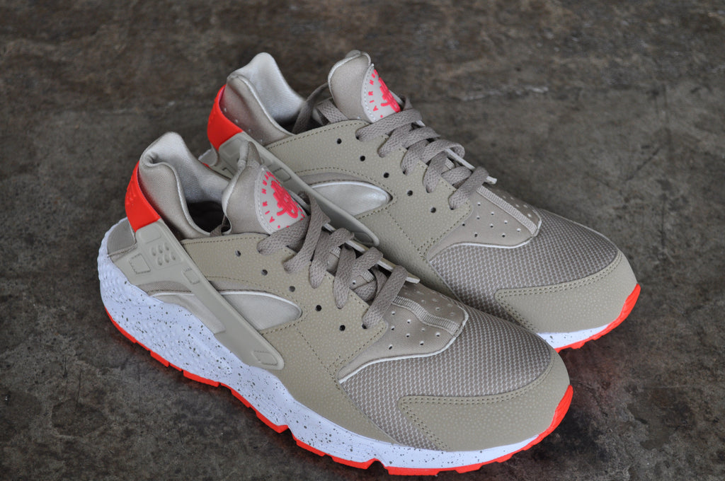 Nike Air Huarache - Spin / Light Beige / Laser Crimson