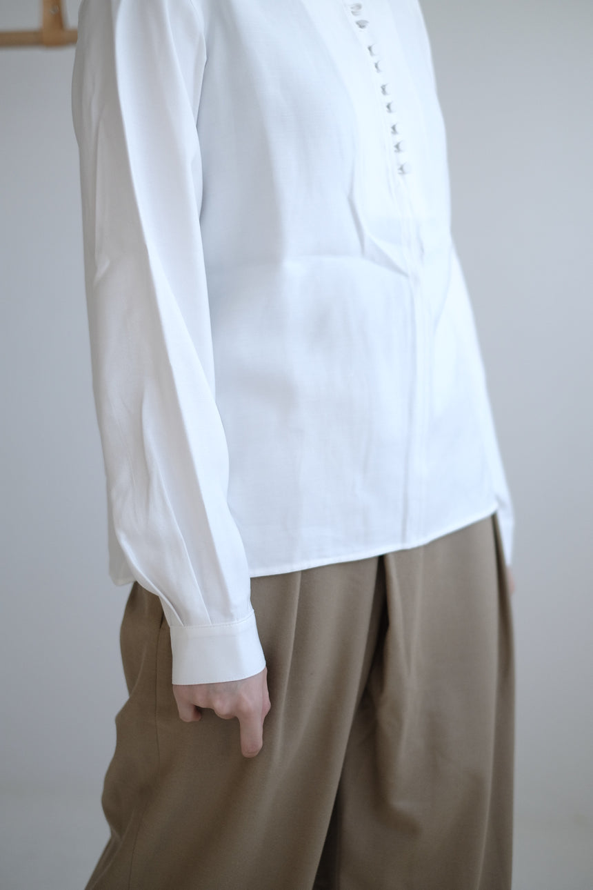 BUTTONS SHIRT IN WHITE