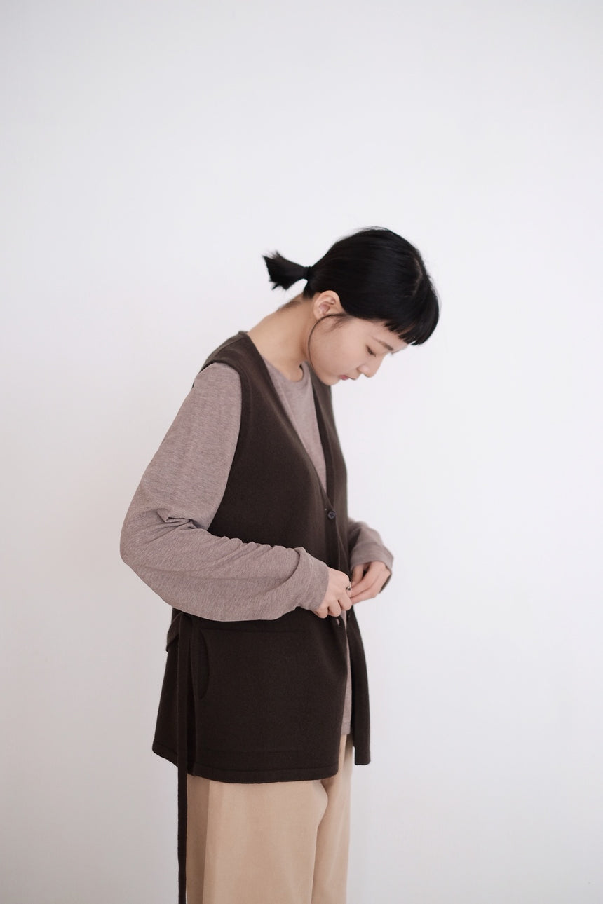 JUMI's GRANDMA VEST (BROWN) HIGHLY RECOMMEND!!