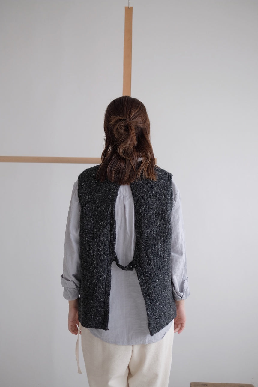 OPEN BACK KNITTED VEST