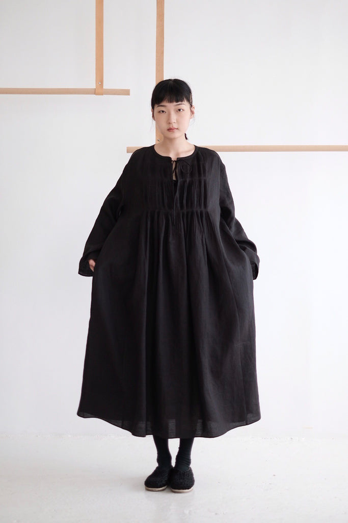 ELODIE LINEN DRESS WITH PLEATED DETAILS /black