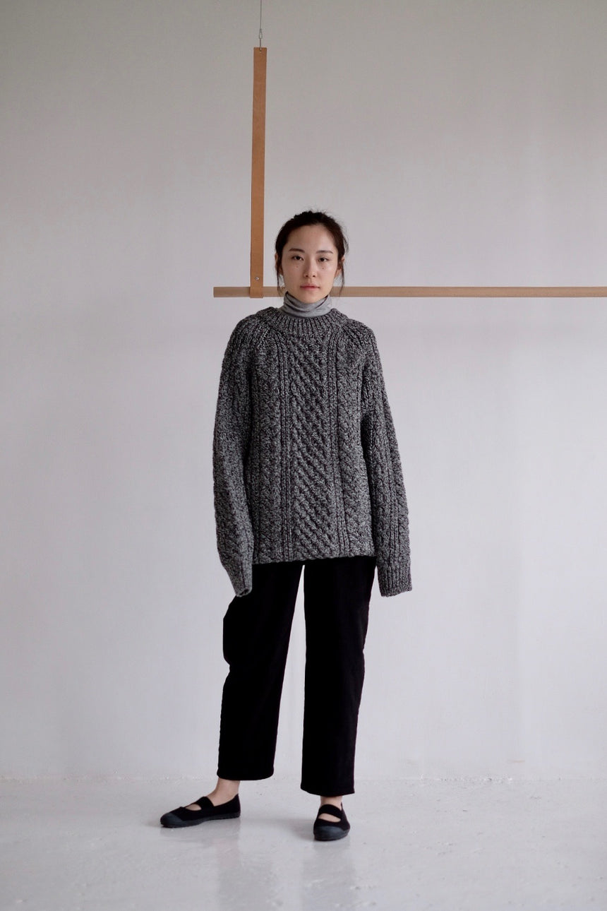 texture round neck sweater (Black)