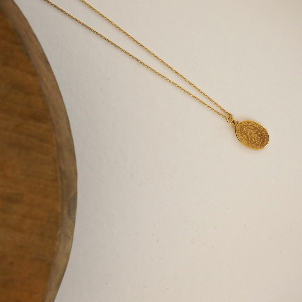 Mary Oval Pendant Necklace (Gold)