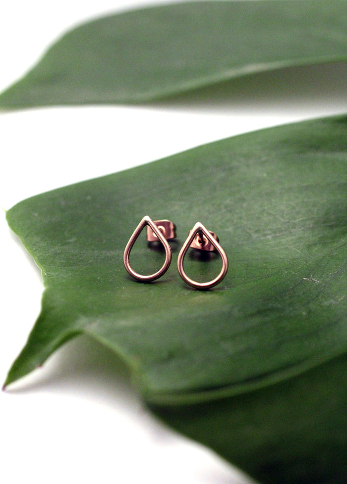 Artisan earrings Filippa Mini 9 ct red gold by eco jeweller M of Copenhagen on leaf