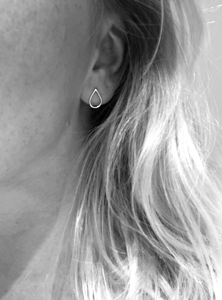 Artisan earrings Filippa Mini by M of Copenhagen shown on model