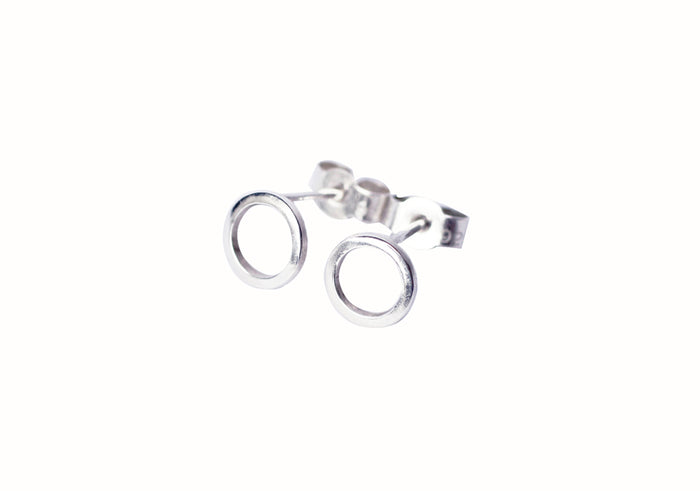 Artisan circle earrings with recycled silver by eco jewellery M of Copenhagen