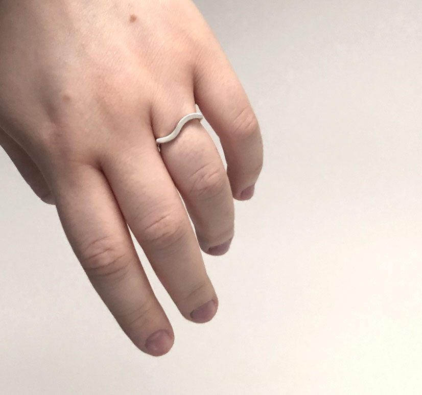 Ever-ring-in-recycled-silver-by-M-of-Copenhagen-on-models-hand