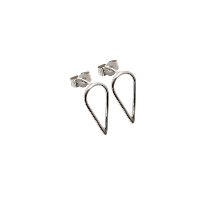 Filippa Arrow recycled silver earrings by M of Copenhagen