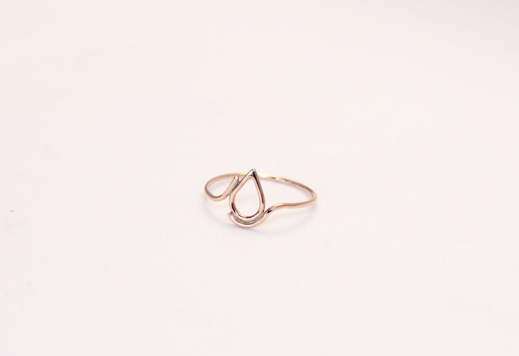 Filippa 9 ct gold ring by M of Copenhagen from front flatlay