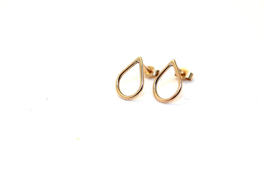 Filippa Minis in 9 ct yellow gold by M of Copenhagen laid out on a white background