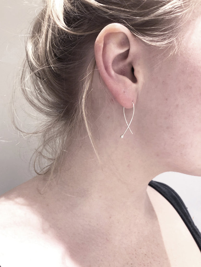 Gabrielle earrings in recycled silver by m of Copenhagen on model