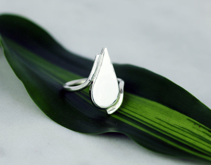 Laguna ring by M of Copenhagen showcased from the front posed on leaf