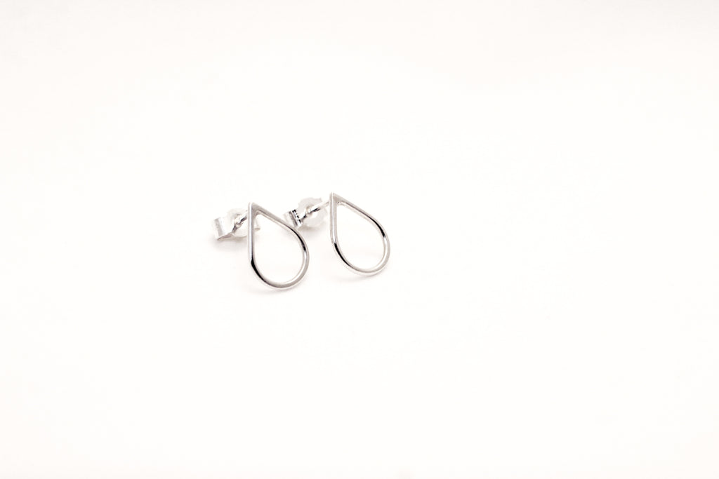 Rain drop shaped effortless Filippa earrings from recycled sterling silver by M of Copenhagen