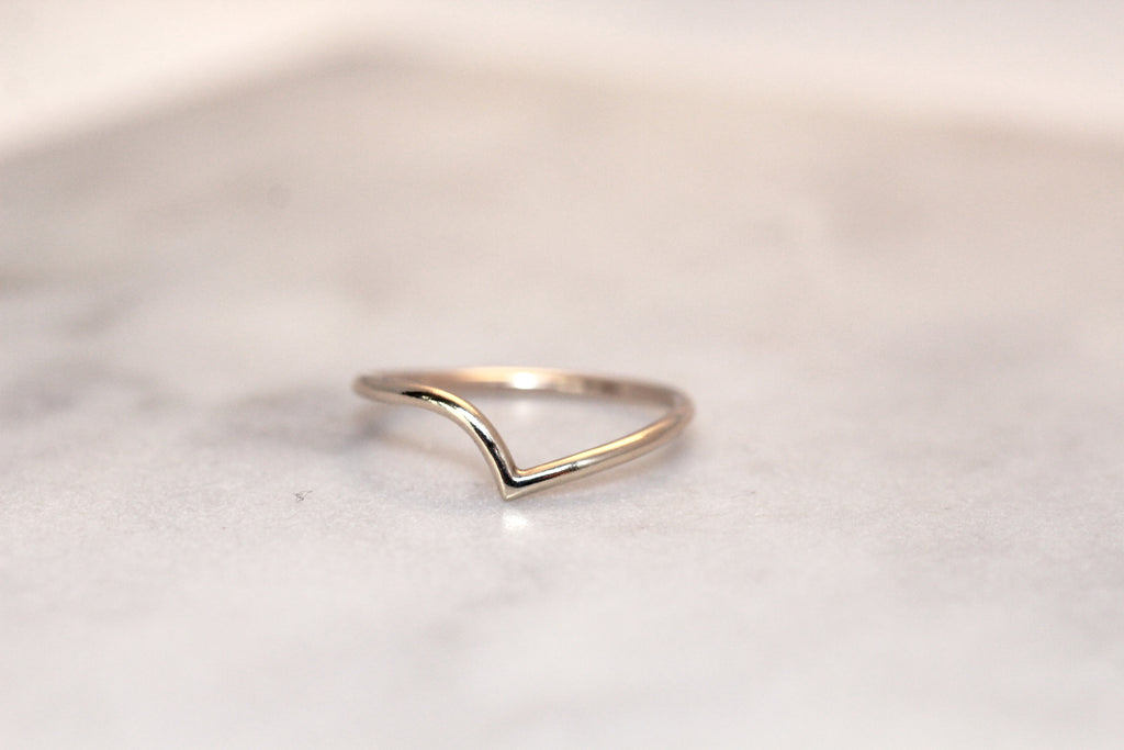 Thy ring in recycled gold by M of Copenhagen closeup