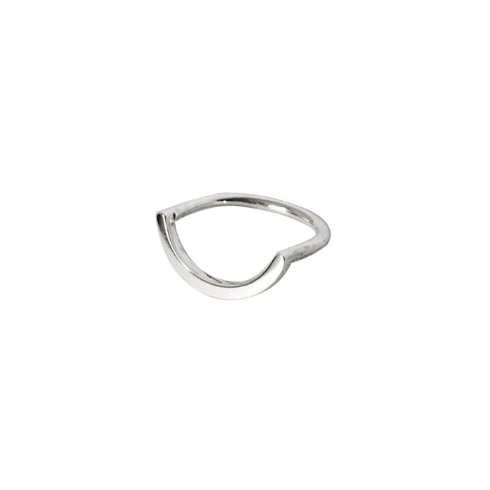 Uno-curved-ring-in-recycled-silverby-m-of-copenhagen-on-white-background