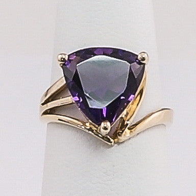 10K Yellow Gold Amethyst Ladies Ring
