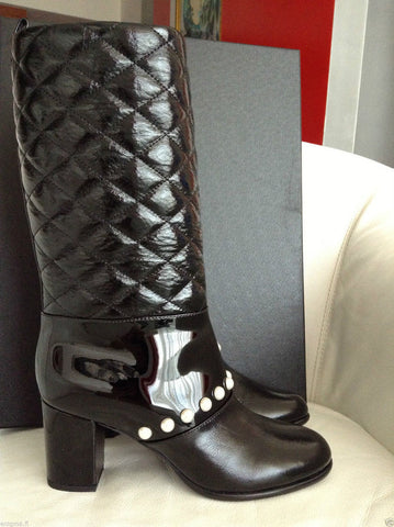 2014 CHANEL BLACK QUILTED PATENT LEATHER PULL-ON BOOTS WITH PEARLS