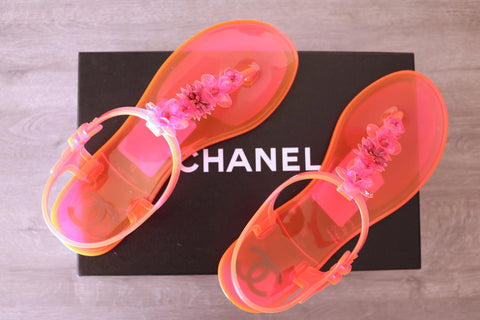 CHANEL HOT PINK BEACH NEON THONG FLATS FLAT JELLY SANDAL SANDALS THONGS SHOES