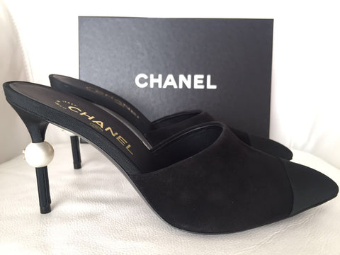 CHANEL RUNWAY BLACK SUEDE SLIDES MULES HEELS SHOES PEARL PUMPS