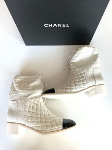 Chanel 18B White/Black Quilted Crumpled Leather CC Drawstring Short Boot
