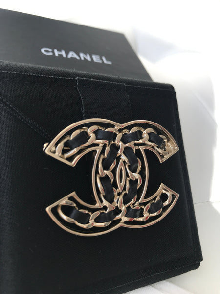 CCHANEL 2019P CC LOGO GOLD METAL BLACK LEATHER CHAIN BROOCH CLASSIC PIN