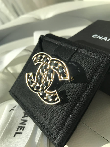 CHANEL 2019P CC LOGO GOLD METAL BLACK LEATHER CHAIN BROOCH CLASSIC PIN