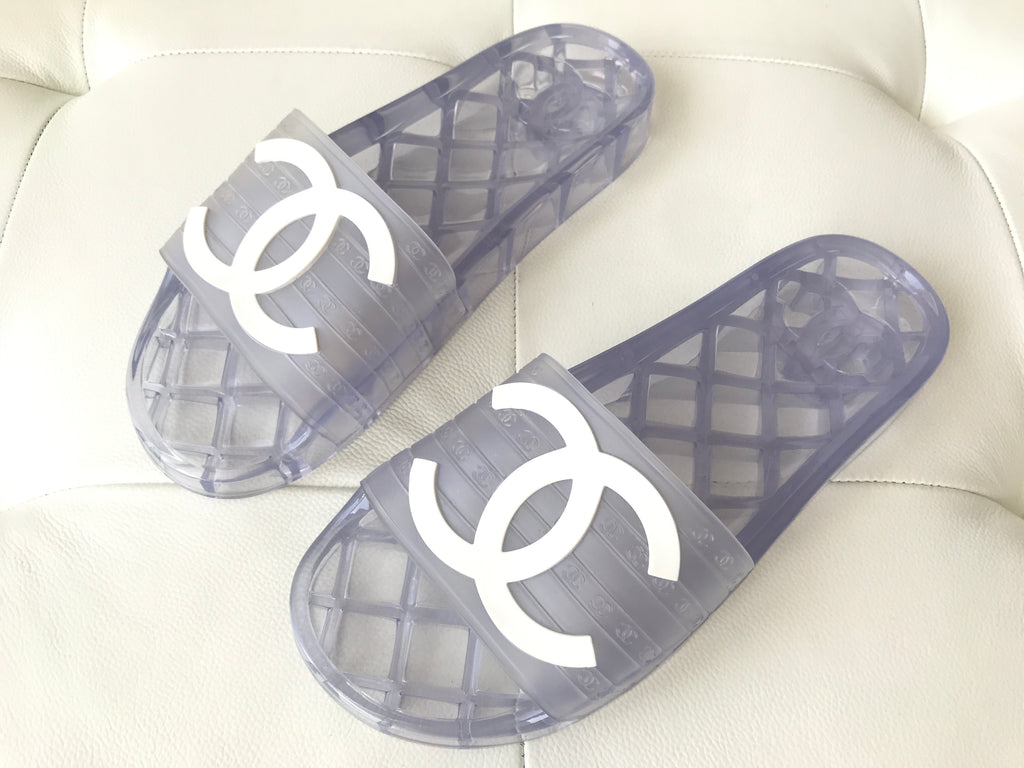 CHANEL CC LOGO WHITE CLEAR RUBBER POOL SLIDES FLIP FLOPS SHOES SANDALS