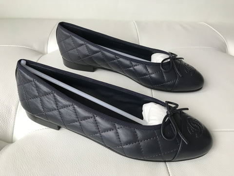 CHANEL BLUE DARK NAVY LEATHER QUILTED CAP TOE BALLET BALLERINA FLAT FLATS SHOES