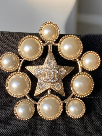 CHANEL SS19 LARGE CLASSIC STAR PEARL BADGE BROOCH GOLD CRYSTALS PIN