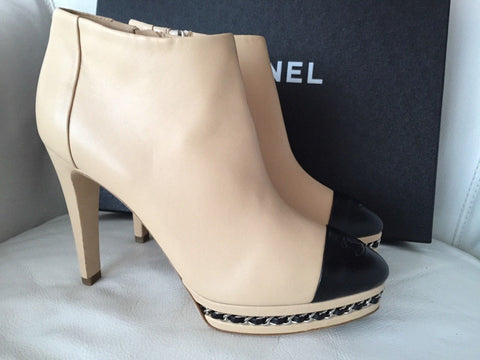 $1.4K CHANEL BEIGE BLACK CAP TOE CHAIN LEATHER ZIPPER ANKLE BOOTS BOOTIES