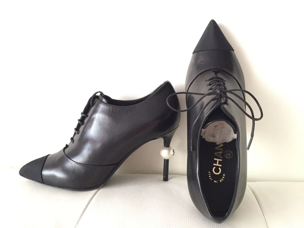 CHANEL BLACK LEATHER SHORT ANKLE LACE-UP BOOTIES W/ BIG PEARL HEEL BOOTS